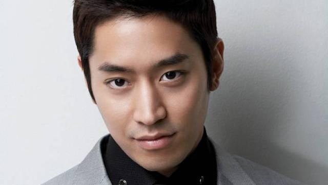Shinhwa-Eric-stellar_1392221384_af_org